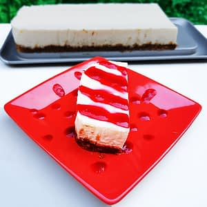 Grand cheesecake au coulis de fruits rouges